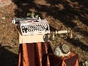 Masina de scris si telefon pentru decor